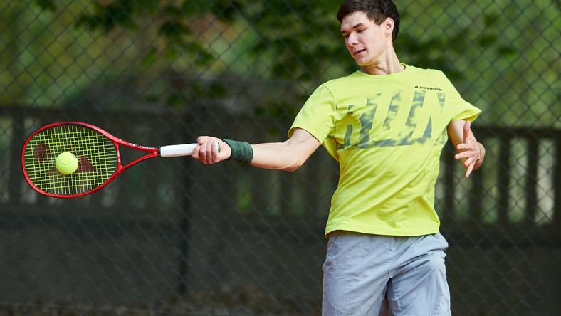 Pierwszy trening Kamila Majchrzaka po otwarciu kortów tenisowych