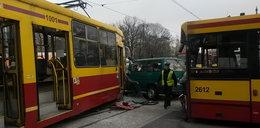 Uwaga! Wypadek na skrzyżowaniu al. Mickiewicza z al. Jana Pawła II