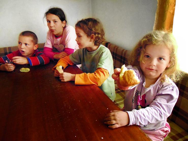 Deca iz porodice Vukić iz Mramora nekada danima jedu samo hleb