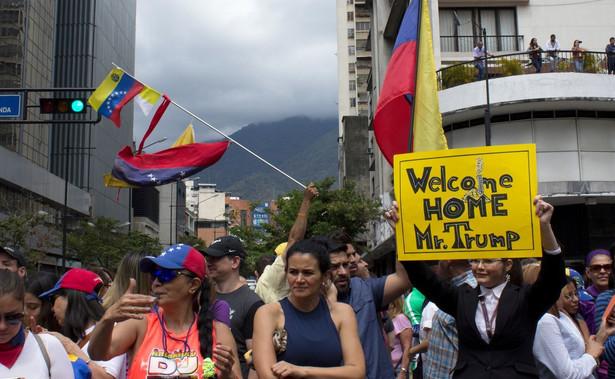 Kiedy część ciężarówek dojechała do mostów łączących Wenezuelę z Brazylią i Kolumbią, sytuacja zaczęła się zaogniać.