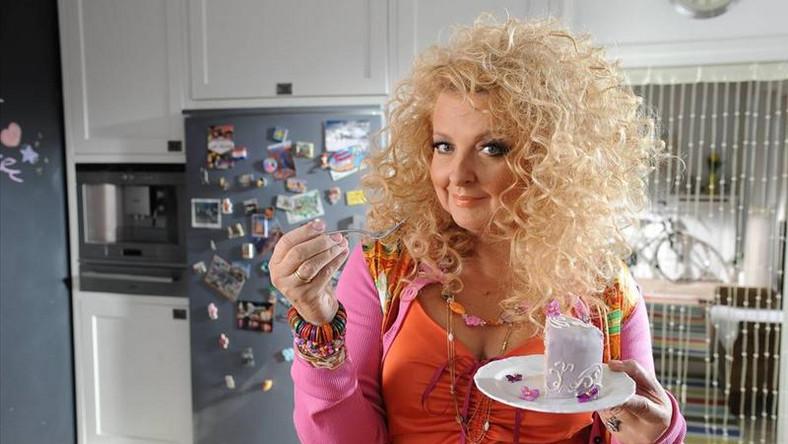 Magda Gessler, warszawska restauratorka z duszą artystki w telewizji pojawiła się zaledwie 2 lata temu, jednak w błyskawicznym tempie podbiła serca widzów i tak mocno zadomowiła się w mediach, że dziś nie wyobrażamy sobie telewizji bez jej wyrazistej osobowości.