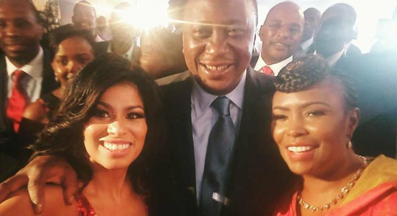 President Uhuru Kenyatta poses for a selfie with media personalities Caroline Mutoko (right) and Julie Gichuru.