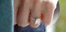 Pierścionek zaręczynowy gwiazdy. Ładny?