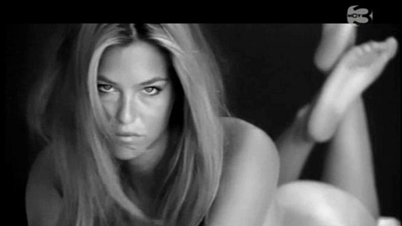 Dziewczyna DiCaprio wreszcie zupełnie nago!