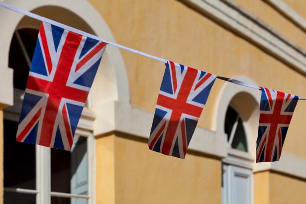 Jak mówią cytowane przez gazetę źródła rządowe, brytyjskie władze mają świadomość, iż uśpieni chińscy agenci ubiegają się o wizy brytyjskie dla hongkońskich posiadaczy brytyjskich paszportów zamorskich (BNO) pod pozorem szukania schronienia przed totalitarnym państwem.