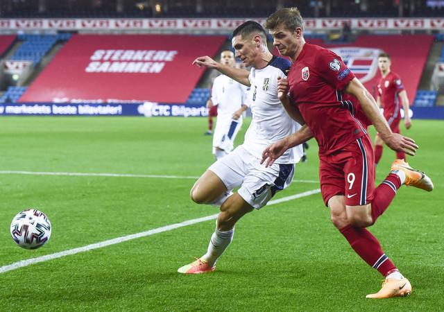 Nikola Milenković na defanzivnom zadatku protiv Norveške