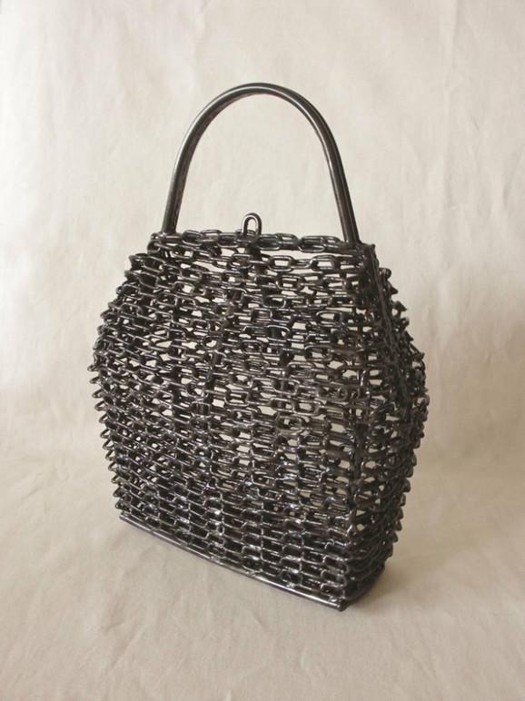 Đorđe Aralica - ženska torba od lanaca izvedena varenim metalom