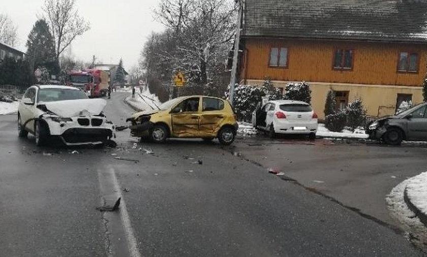 Wypadek w Markowej. Zderzyły się cztery samochody