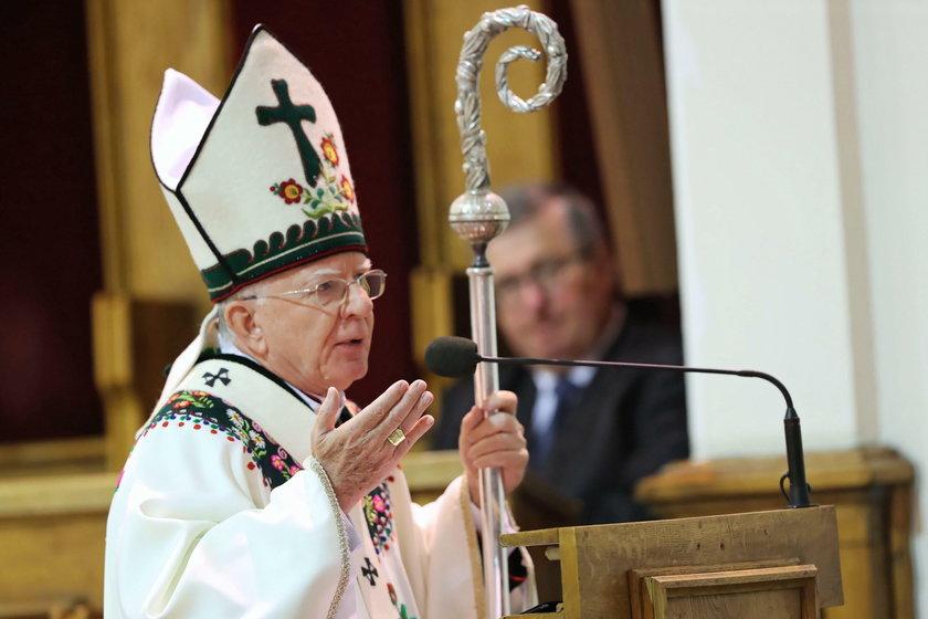 Abp Marek Jędraszewski twierdzi, że miał na myśli ideologię, a nie ludzi