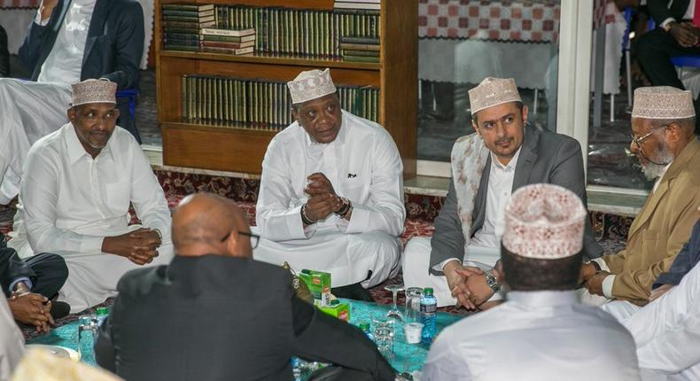 President Uhuru Kenyatta with Muslim leaders during his historic visit to Jamia Mosque as a sitting president (PSCU)
