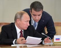 Prezydent Rosji Władimir Putin i minister ds. komunikacji i mass mediów Nikolai Nikiforov