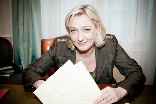 3. Marine Le Pen - francuska polityk, adwokat, deputowana do Parlamentu Europejskiego, córka Jean-Marie Le Pena. W ostatnich wyborach prezydenckich odniosła sukces zajmując 3. miejsce dzięki poparciu 17 proc. Francuzów. W kampanii wyborczej głośno mówiła o polityce antyimigracyjnej i zamknięciu granic. Globalizację z kolei nazwała ideologią totalitarną, za którą uważa także islam. Obie stawia na równi z komunizmem i nazizmem.