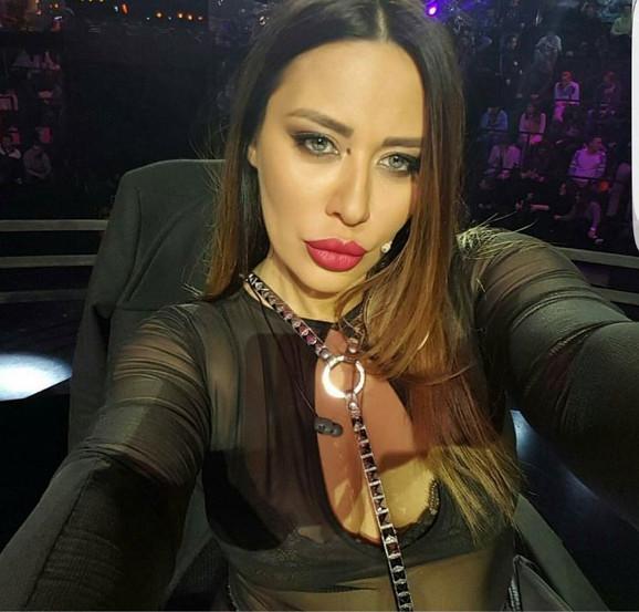 Ana Nikolić, selfi