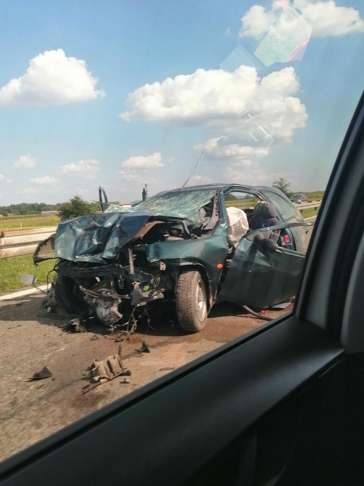 Jedna osoba poginula, a dve povređene u jezivom udesu kod Velike Plane