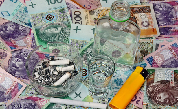 Senat odrzucił nowelizację, która od 1 stycznia 2020 r. ma podwyższyć o 10 proc. akcyzę na papierosy, cygara, cygaretki, wino, piwo i wódkę