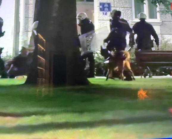 Policija sa psima