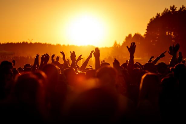 W czerwcu nie uda się zorganizować żadnej dużej imprezy, mimo że rząd pozwolił koncertować. Samo uzyskanie pozwoleń zajmuje miesiąc.
