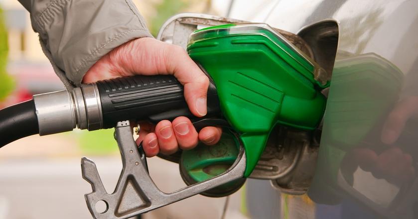 Coraz droższa ropa naftowa i słaby złoty wpływają na wzrost cen paliw na stacjach