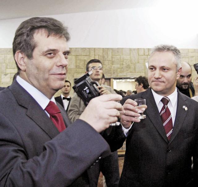 Voja Koštunica, Dinkić