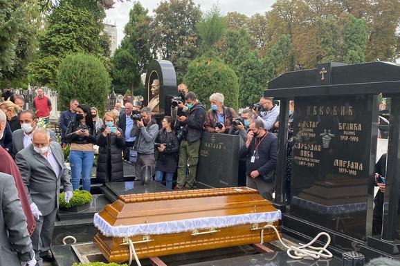 Sahranjen Duda Ivković, Srbija SUZAMA ISPRATILA LEGENDU! Reka ljudi nije mogla da se raziđe, velikani plakali na groblju