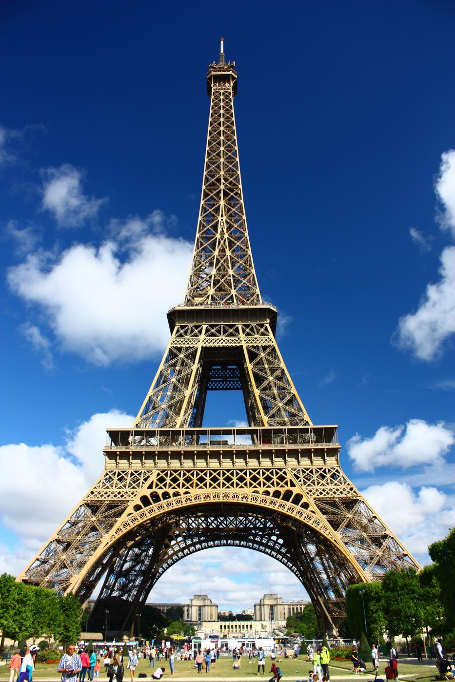 Tényleg volt bőr az arcán ahhoz, hogy kétszer is megpróbálja eladni Párizs jelképét. / Fotó: GETTY IMAGES