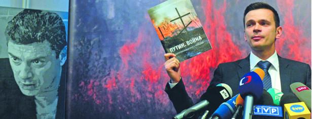 """Ilja Jaszyn, współpracownik zamordowanego Borisa Niemcowa, prezentuje raport """"Putin. Wojna"""""""