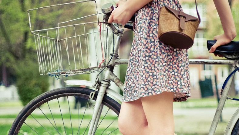 Jak ubrać się na rower? Niekoniecznie w dresik...