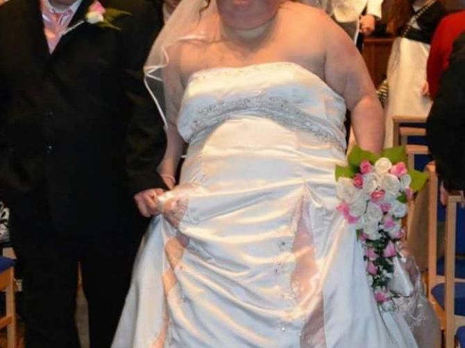 Na svom venčanju sam bila tolika da me je bilo sramota: Pocepala sam sve slike, SMRŠALA 83 kilograma i sada se PONOVO UDAJEM