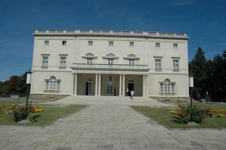 Beli dvor