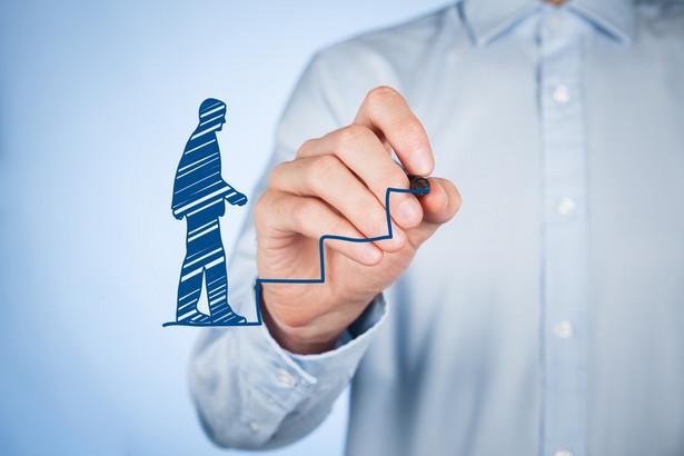 Zapanuj nad swoją rolą w organizacji Przede wszystkim odpowiedz sobie szczerze na pytanie – czy jestem częścią istniejących problemów? Zazwyczaj jest przynajmniej kilka rzeczy, które osobiście możesz zmienić. Twoje zaangażowanie, wysiłki jakie wkładasz w pozytywny przekaz organizacji i to jak komunikujesz się z innymi – to główne rzeczy, które powinieneś przeanalizować.