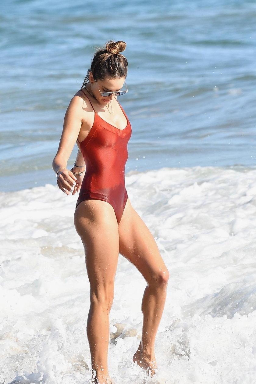 Alessandra Ambrosio na plaży w Malibu