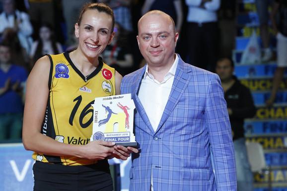 Milena Rašić sa nagradom za najboljeg blokera finalnog turnira Lige šampiona 2017/2018