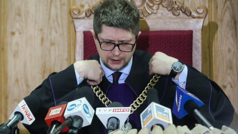 Sędzia Wojciech Łączewski w trakcie odczytywania wyroku