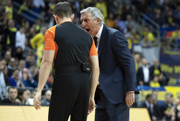 Svetislav Pešić je imao žestoku raspravu sa sudijama