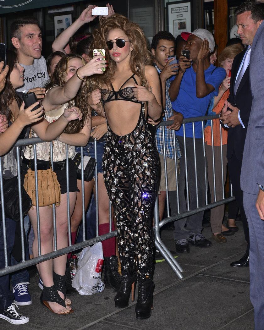Lady Gaga dziurawy kostium