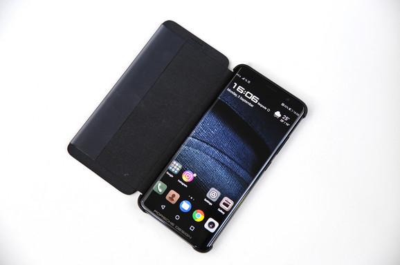 Telefon ima trostruku glavnu kameru
