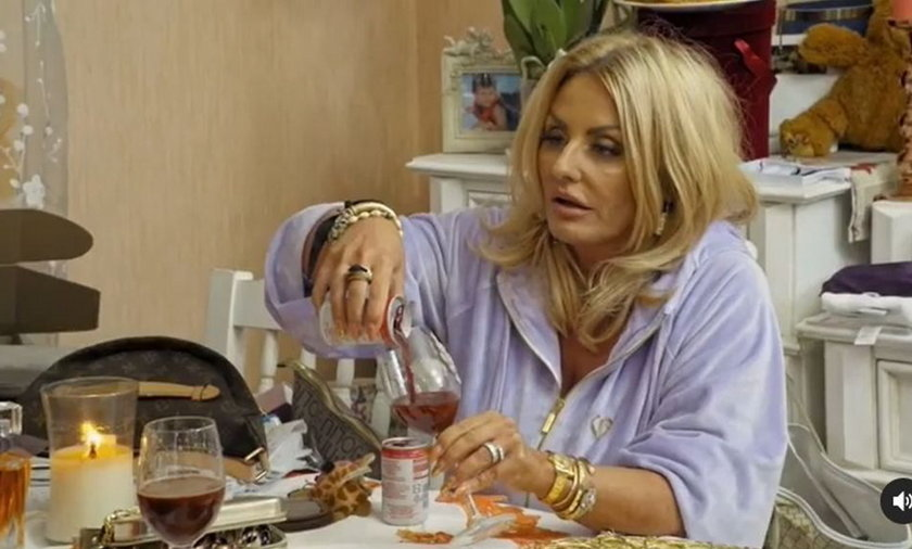 """Dagmara Kaźmierska z programu """"Królowe życia"""" w wystroju mieszkaniu postawiła na luksus i złoto."""