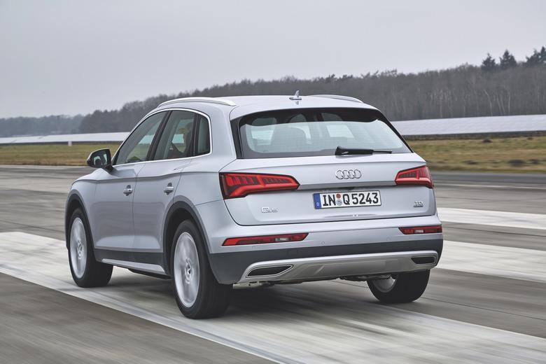 Nowe Audi Q5 kontra BMW X3, Land Rover Discovery Sport i Mercedes GLC