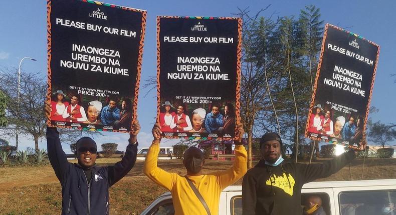 Abel Mutua & Phill Karanja takes to the streets of Nairobi to 'hawk' their new Film (Photos)
