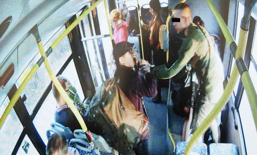 pobity Chińczyk w autobusie