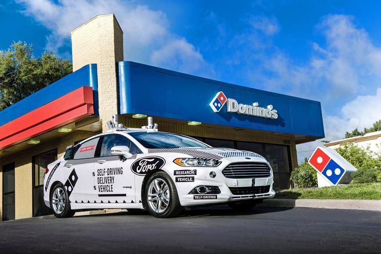 Autonomiczne Fordy dowiozą pizzę. Nadzorowane będą jednak przez człowieka, który w razie problemów przejmie kontrolę nad pojazdem