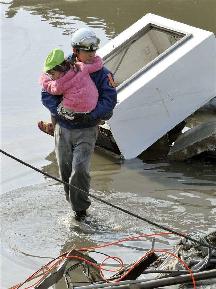 Deszcz z chemikaliami zatruje Japończyków