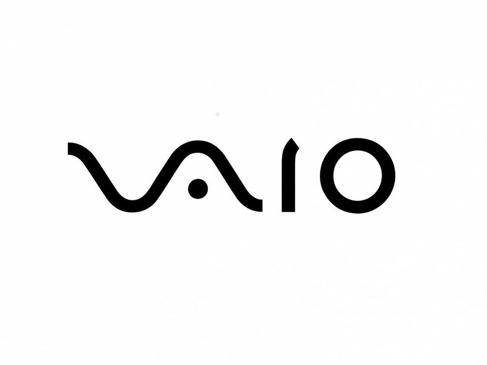 """Vaio – Logo podmarki firmy Sony, która specjalizowała się w komputerach przenośnych (markę Vaio w 2014 roku przejęło Japan Industrial Partners). """"VA"""" zaprojektowano tak, by przypominały sinusoidalny kształt analogowych fal, a """"IO"""" reprezentuje kod binarny."""
