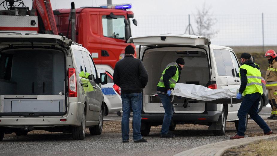 Służby ratunkowe na miejscu wypadku autokaru