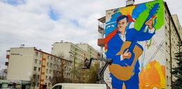 W Białymstoku powstaje mural z Zenkiem Martyniukiem! Na miejscu był już syn króla disco polo