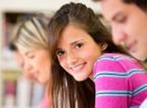 Cechą pożądaną u absolwentów kierunków społecznych jest przede wszystkim umiejętność komunikowania się, dopiero kolejnym aspektem jest znajomość języków obcych.