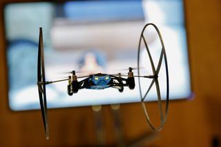 Użytkowanie dronów: Zakaz latania obok budynków i szkolenia dla operatorów