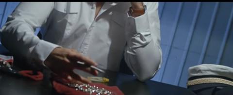 PANIKA NA SNIMANJU Spota atraktivne pevačice! Nestali dijamanti vredni milion eura! (VIDEO+FOTO)