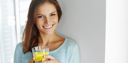 Domowy napój izotoniczny zrobisz w minutę. Świetnie gasi pragnienie w upały!