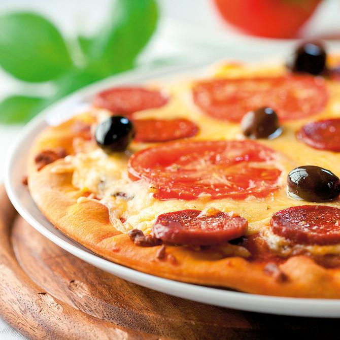 13572_stock-photo-pizza-with-chorizo-salami-shutterstock_60012592